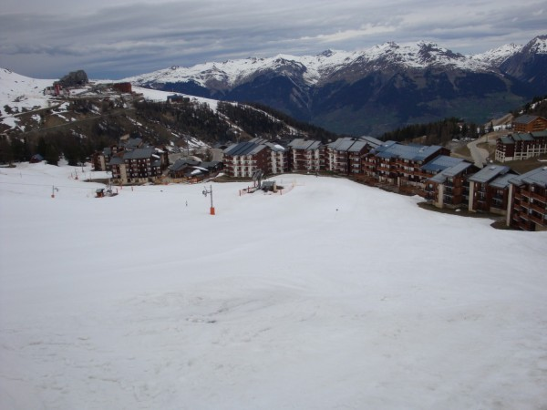 PLAGNE VILLAGES COTE PISTE.jpg